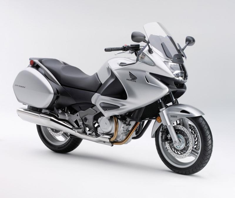 2010-Honda-NT700V-Varaderof